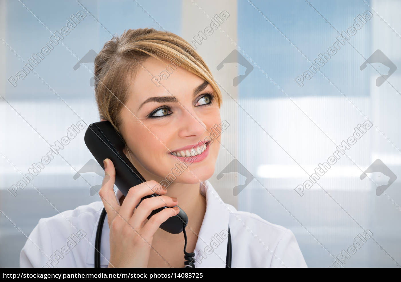 doctor, talking, on, telephone - 14083725