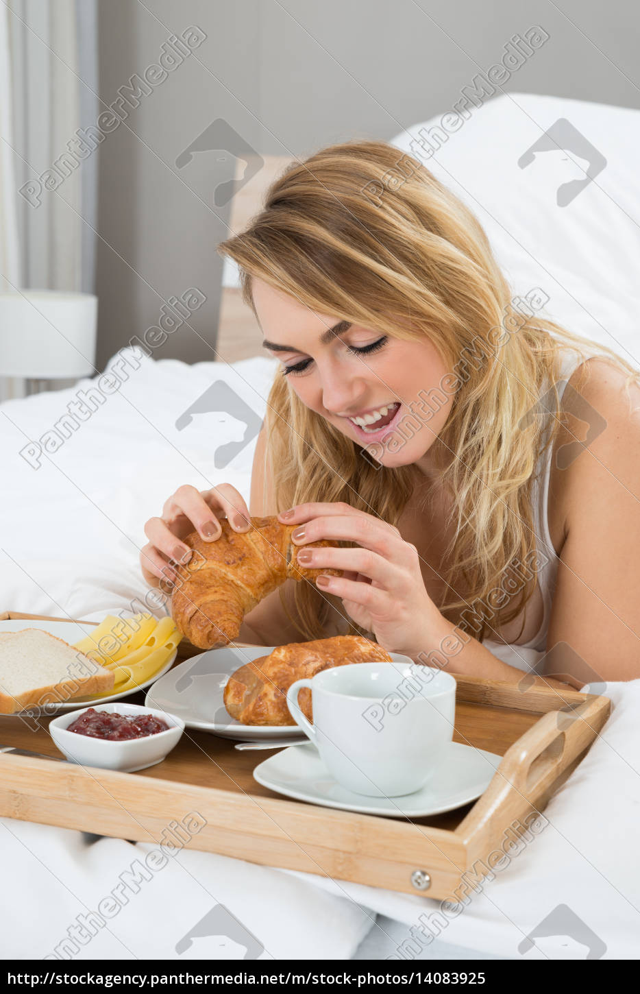 young, woman, having, breakfast - 14083925