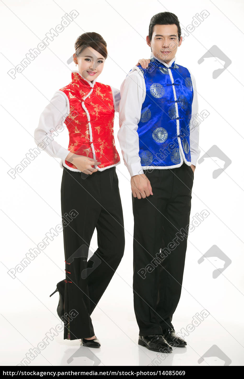 wearing, chinese, clothing, waiter, in, front - 14085069