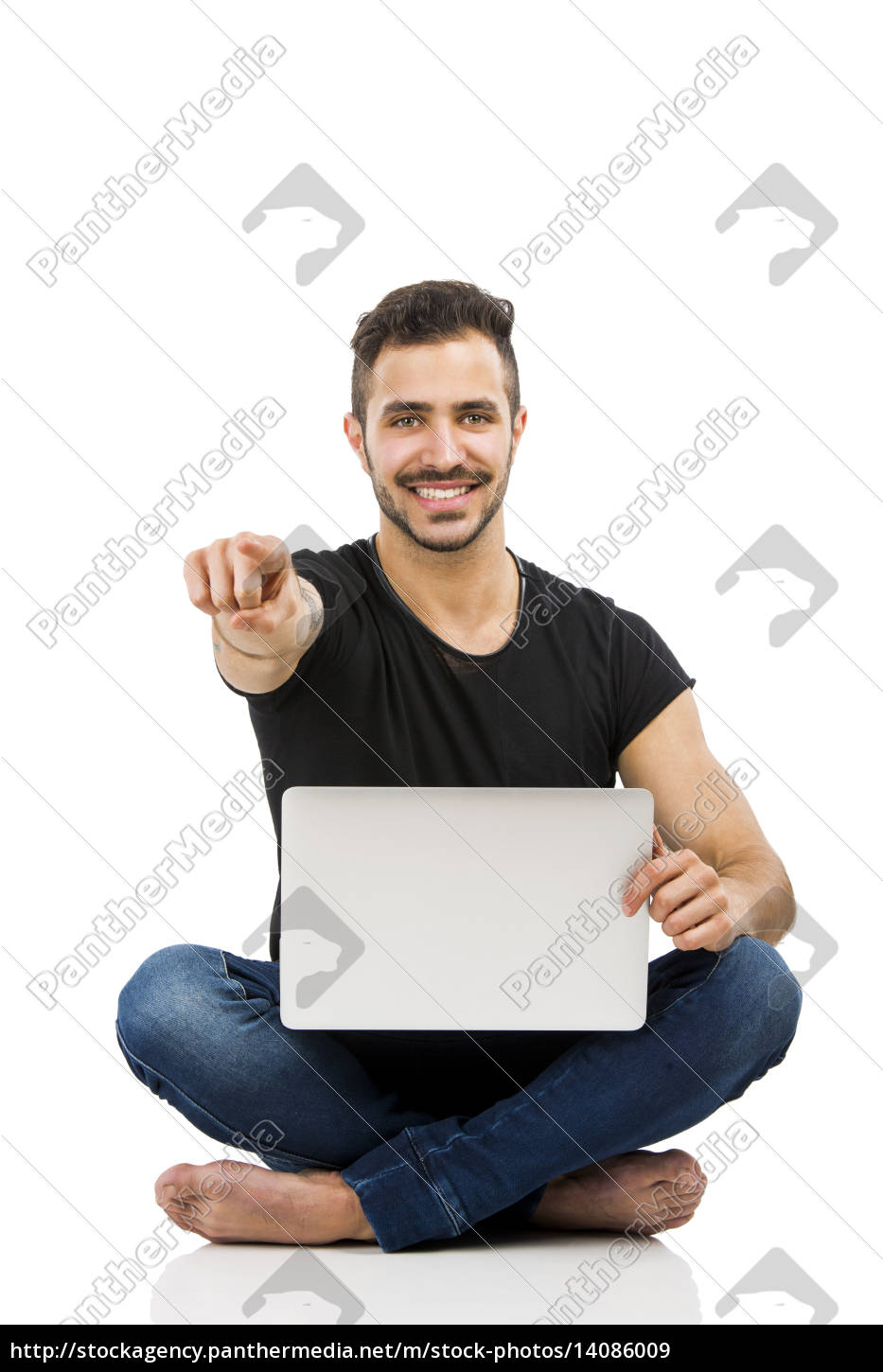 man, working, with, a, laptop - 14086009