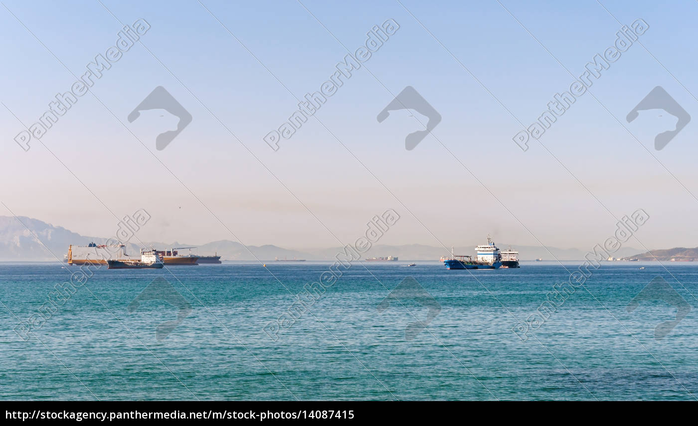 industrial, ships, in, the, bay, of - 14087415