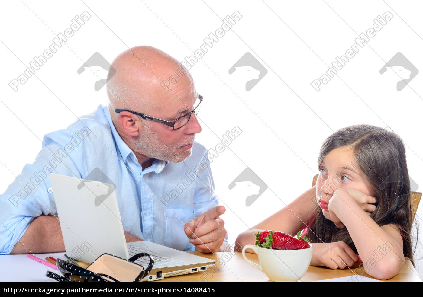 dad, is, angry, with, his, daughter - 14088415