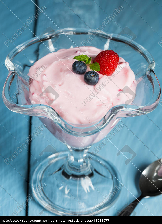 raspberry, cream, dessert, with, mint, and - 14089677