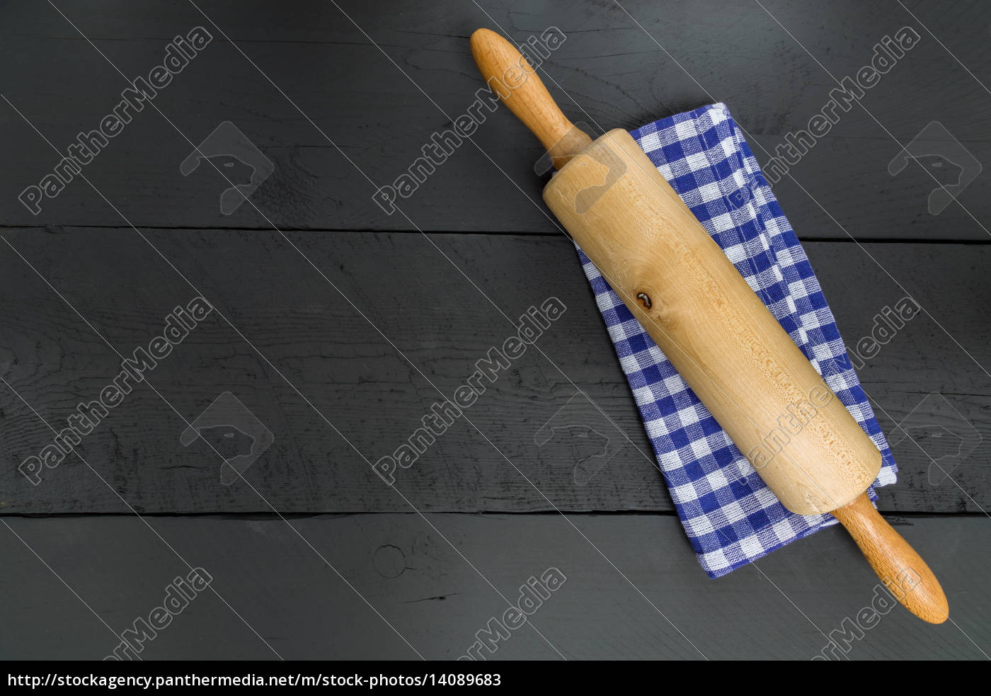 rolling, pin, and, dishcloth, on, black - 14089683