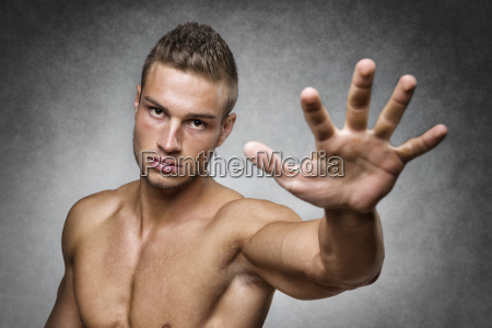 athlete, holds, up, his, hand - 14090871