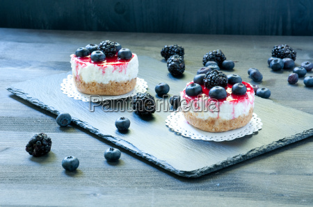 delicious, strawberry, cheese, cake, on, a - 14090713