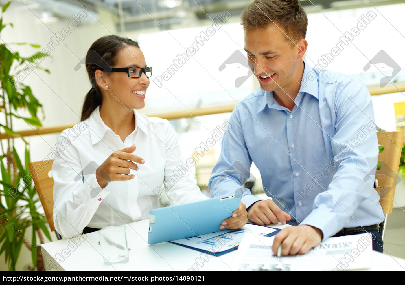 discussing, data - 14090121