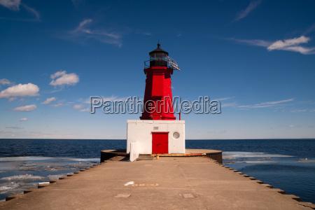 menominee harbor north pier lighthouse green