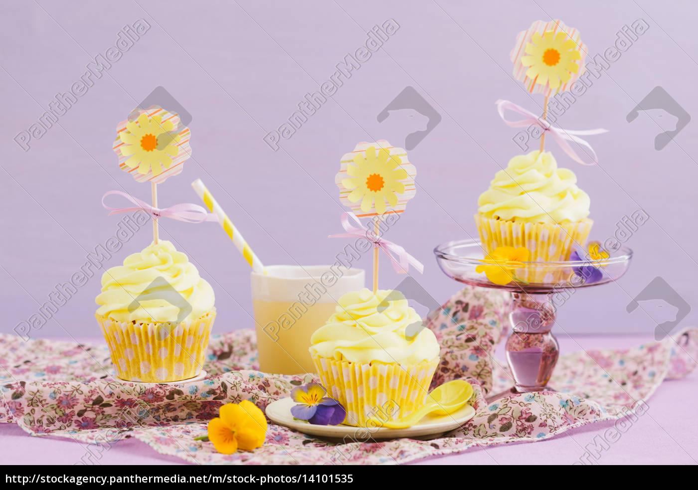 yellow, cupcakes - 14101535