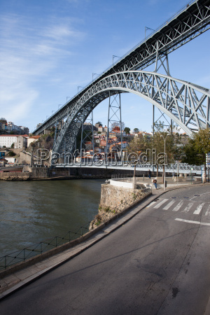 dom luis i bridge over douro