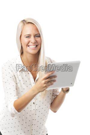 blonde frau mit einem tablett