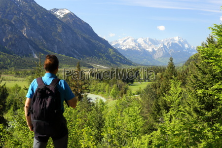 climbers looks at zugspitze