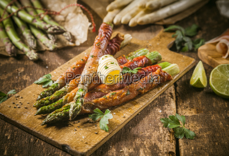 asparagus wrapped in bacon with curl