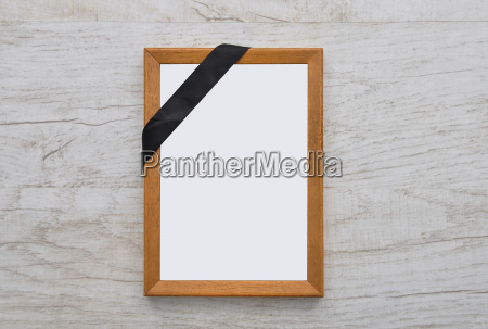 picture frame with mourning flor