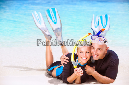 happy couple enjoys beach activities