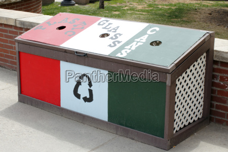 recycle bin in front of citizens