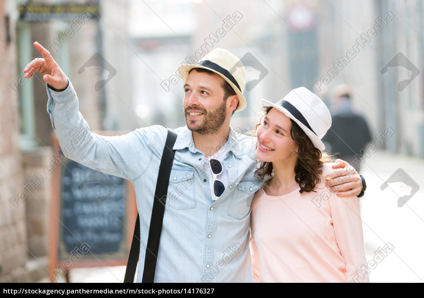 young, couple, visiting, city, during, holidays - 14176327