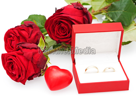 roses with heart and wedding rings