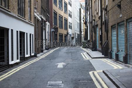 one way narrow urban street
