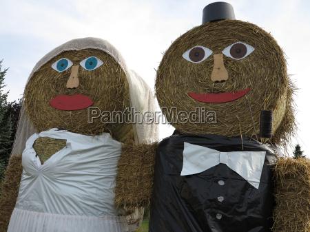 newlyweds from straw rolls