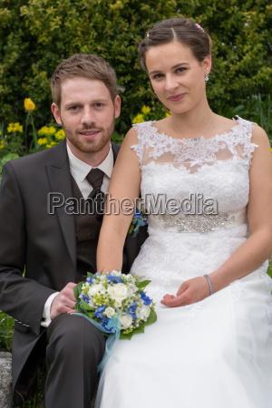 newlyweds romantic in the garden