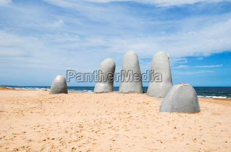 hand sculpture of punta del este