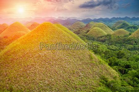 beautiful chocolate hills in bohol philippines