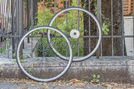 wheel bike bicycle lock security connected