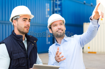 engineer and worker speaking about work