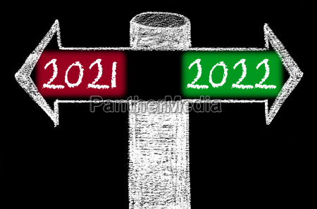 opposite arrows with year 2021 versus