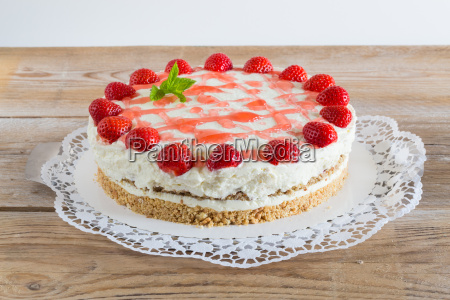cake strawberry cream cheese on rustic