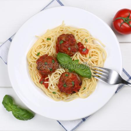italian cuisine spaghetti with mince balls
