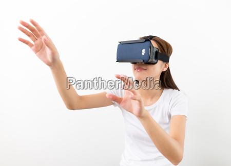 asian woman using the virtual reality