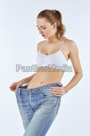 woman became skinny and wearing old