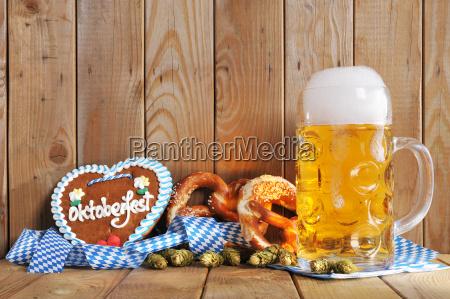 bayerisches lebkuchenherz with beer