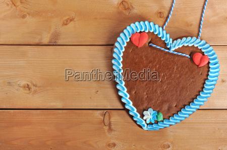 unlabeled bavarian gingerbread heart