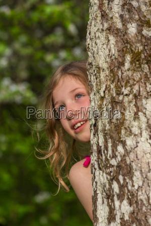 m apple tree trunk behind look