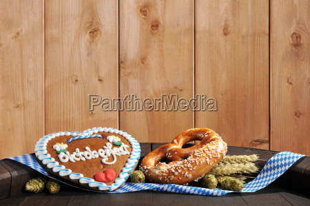 bavarian gingerbread heart with oktoberfestbreze