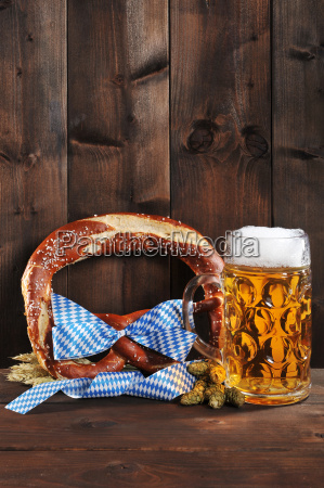 bayerische oktoberfestbreze with beer