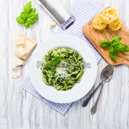 fettuccine with spinach