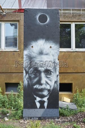 albert einstein grafitti on the wall