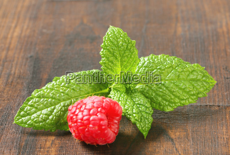 fresh mint leaves and raspberry