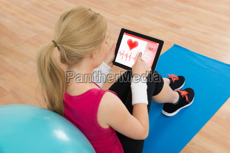 woman looking at heart pulse rate