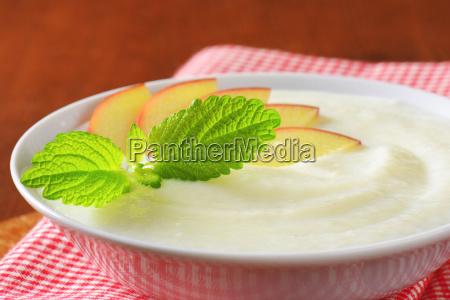 semolina pudding with fresh apple