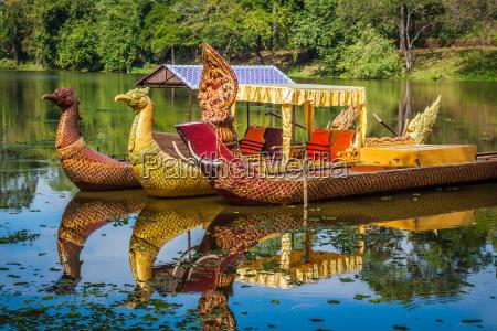 thai traditional boats near the bayon