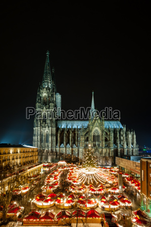 cologne christmas market on cathedral