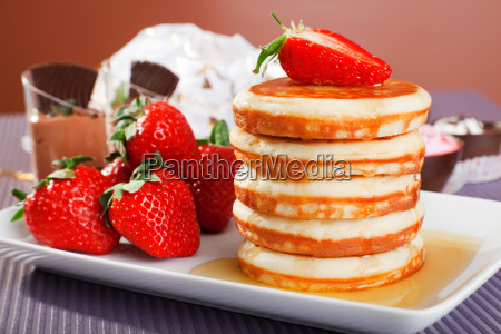 pancakes with honey and strawberries pancakes