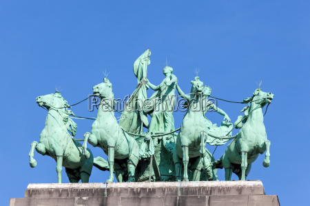 quadriga at the triumphal arch in