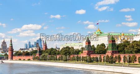panoramic view moskva river kremlin moscow