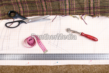cutting table with cloth pattern tailoring